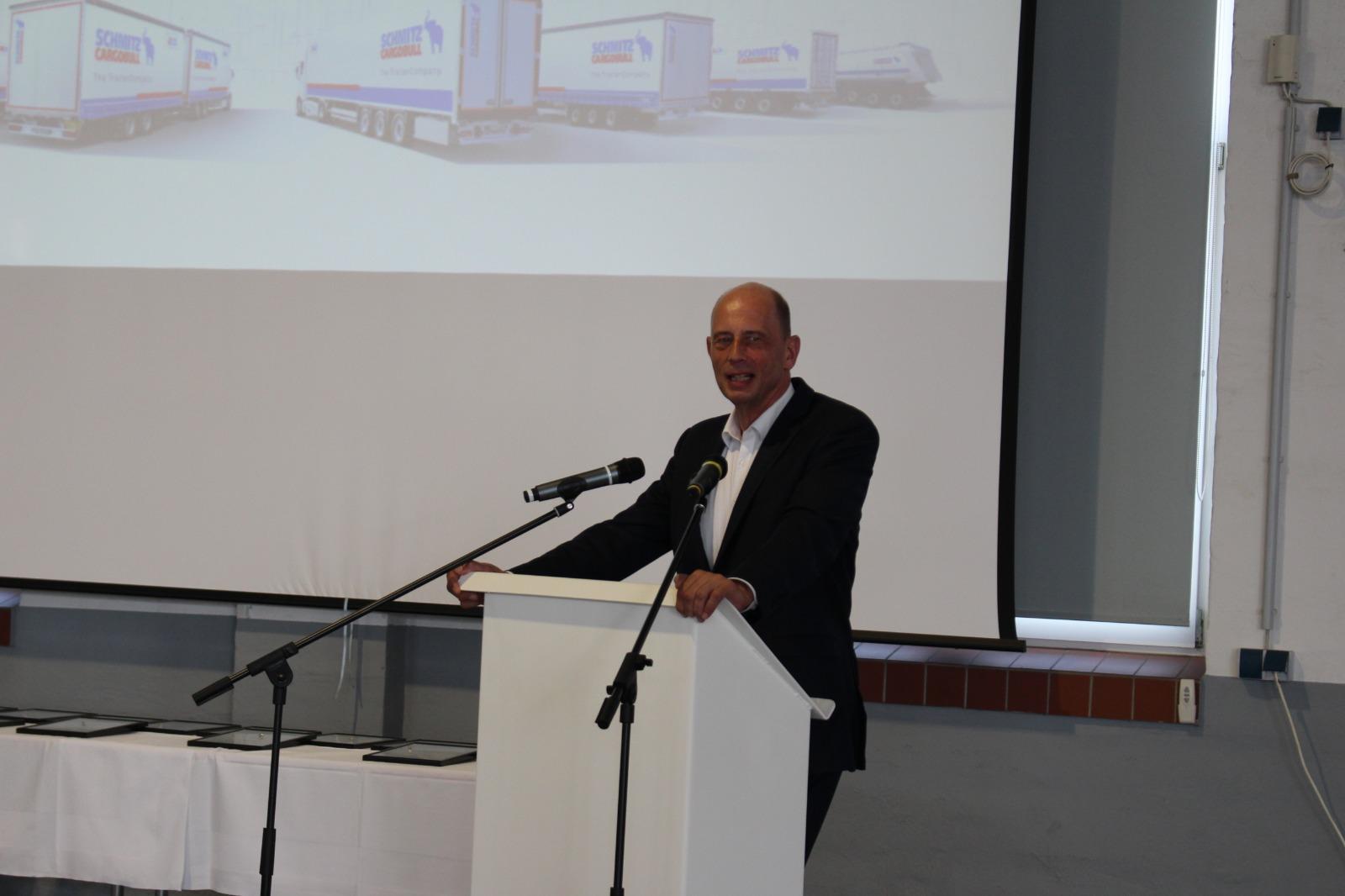 Wirtschaftsminister Wolfgang Tiefensee beim Grußwort zur Veranstaltung Industrie trifft Bau in Gotha