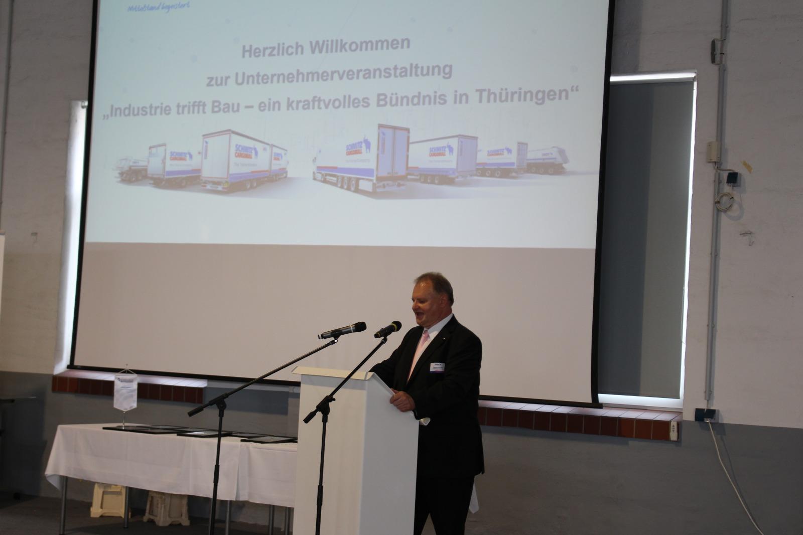 Matthias Anschütz vom Landesforum Thüringen hält einen Vortrag