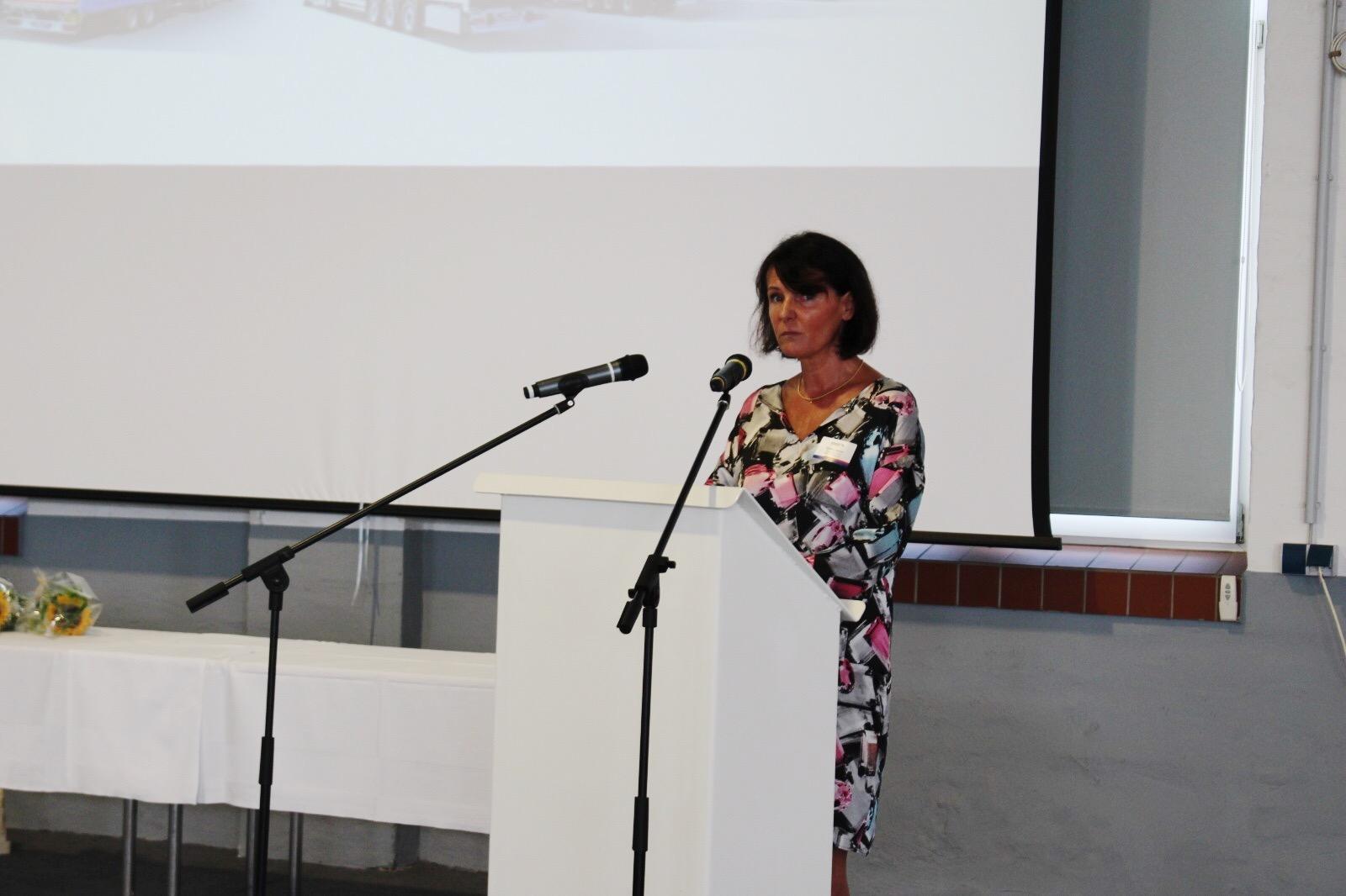 Bettina Haase - Geschäftsführerin des Bauindustrieverbandes Hessen-Thüringen e.V. bei Ihrem Vortrag