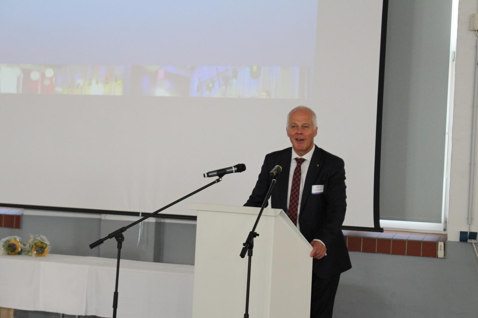 Ekhard Klomfass von Schmitz Cargo Bull bei seinem Grußwort