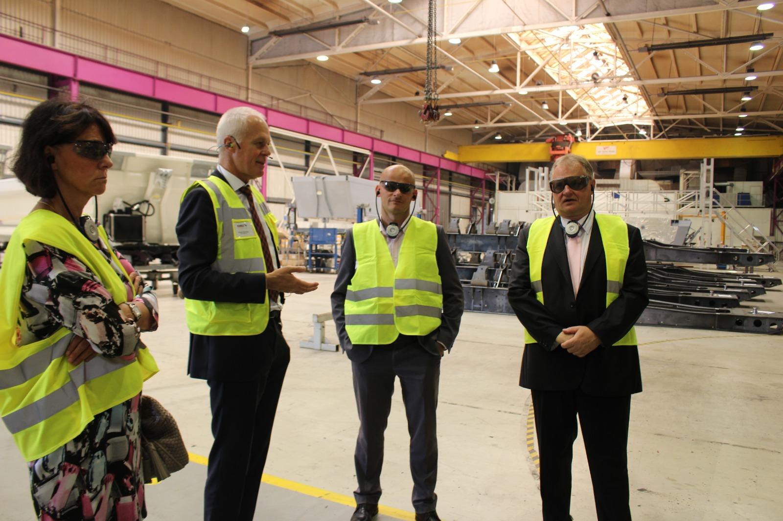 Rundgang bei der Schmitz Cargo Bull GmbH mit dem Geschäftsführer Ekhard Klomfass und Matthias Anschütz