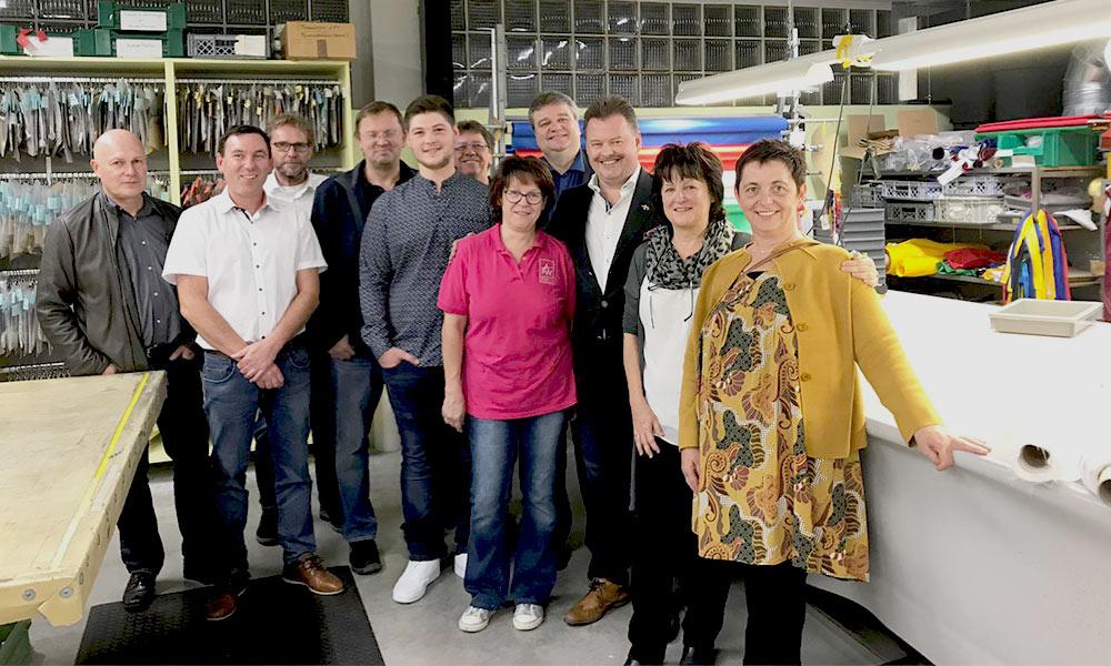 Landesforum-Franken-Mitglieder-bei-der-AFW-Creativ-Stickerei-Betriebsbesichtigung