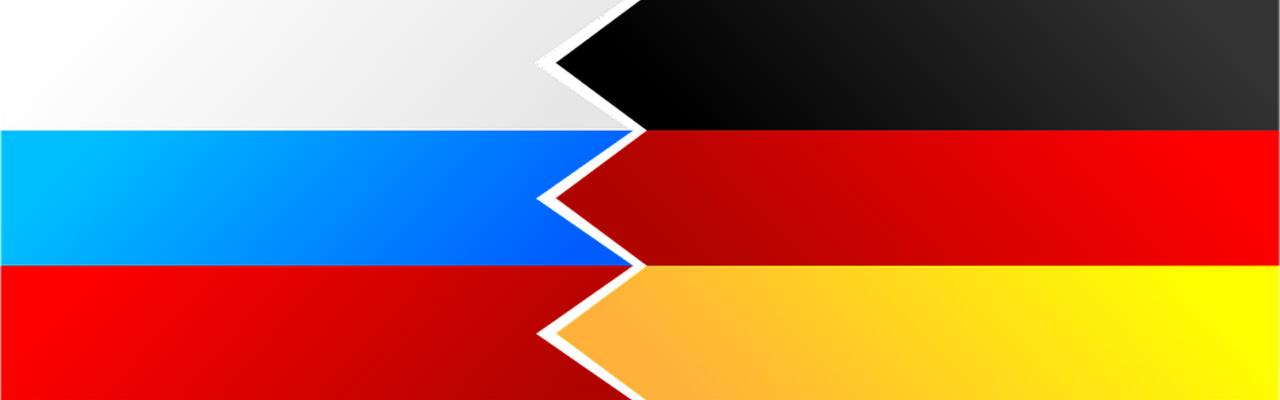Russische und deutsche Flagge ineinander verzahnt