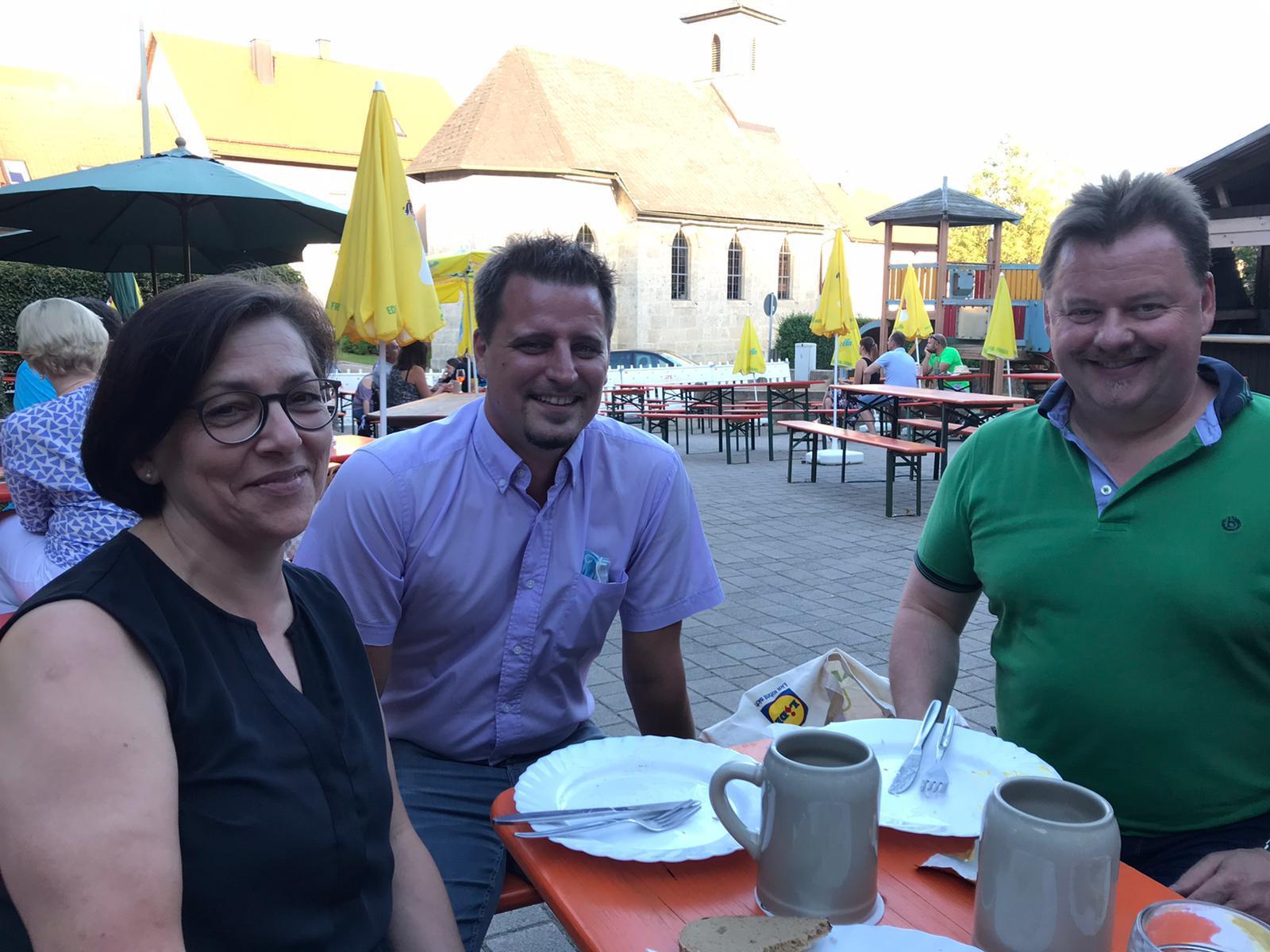 Mitglieder des Bundesforum Mittelstand Franken im Biergarten