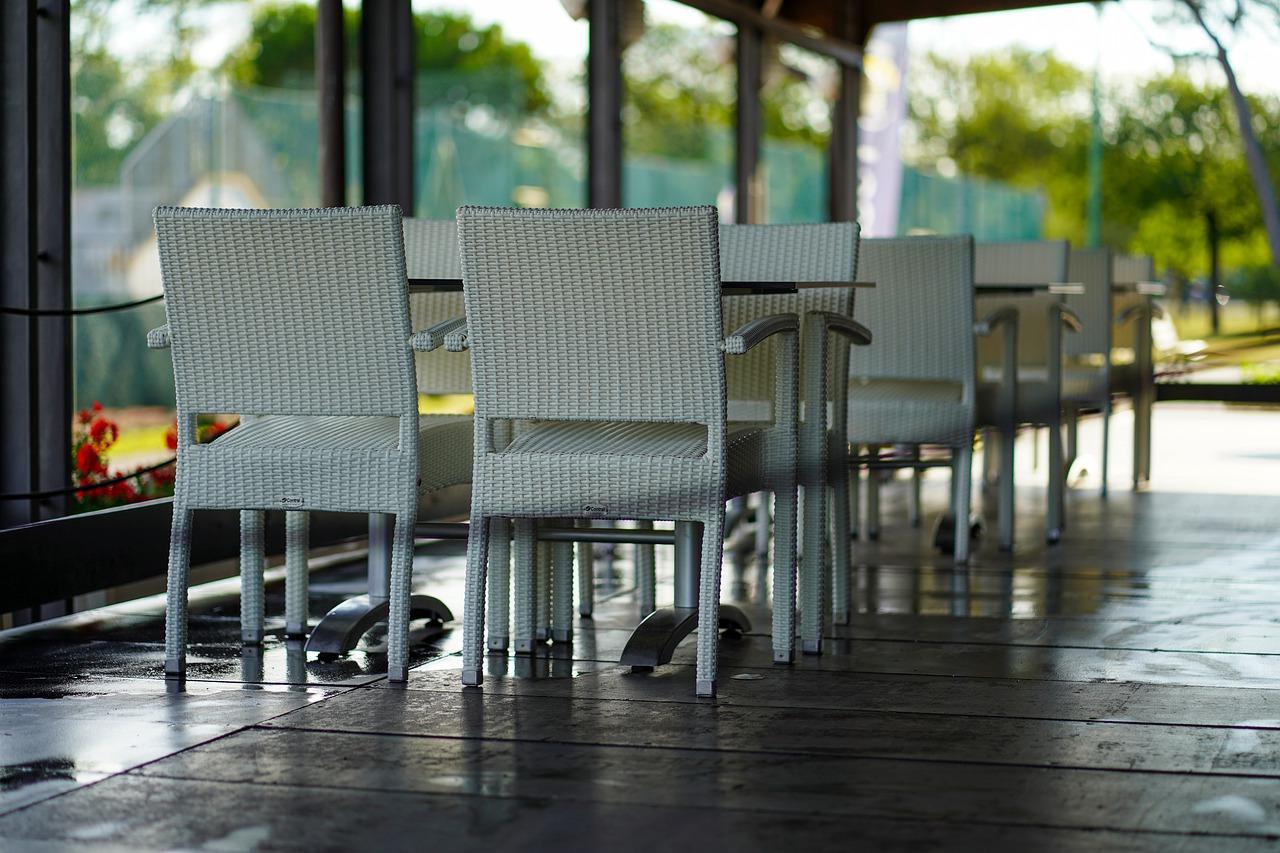 Restaurant leere stühle Lockdown